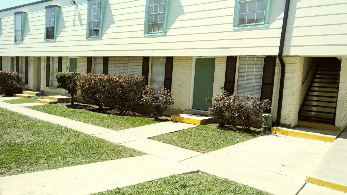 Exterior at Listing #140812