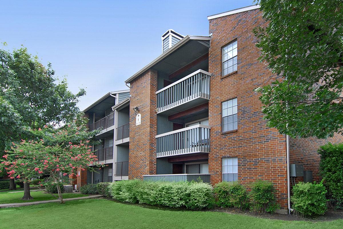 Hampton Greens Apartments Dallas TX