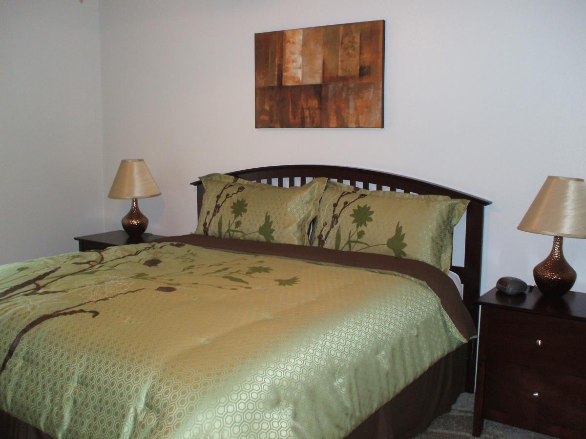 Bedroom at Listing #139910