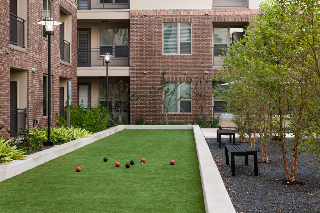 Lawn Bowling at Listing #138914