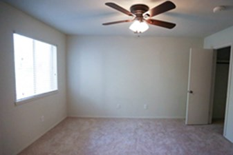 Bedroom at Listing #140437