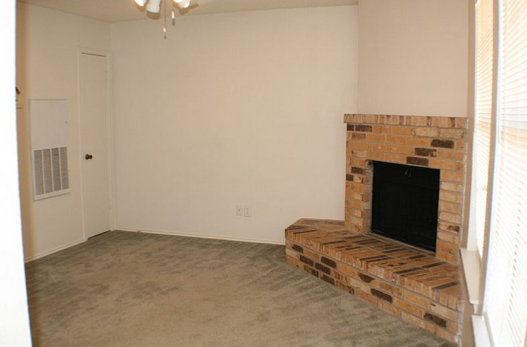 Living at Listing #140726