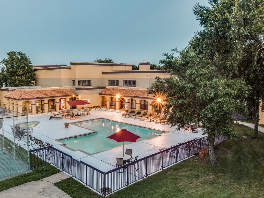 Pool at Listing #136781