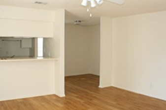 Dining at Listing #144072