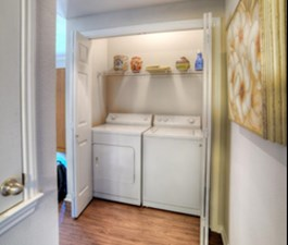 Laundry at Listing #140608
