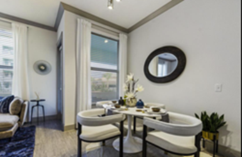Dining at Listing #302203