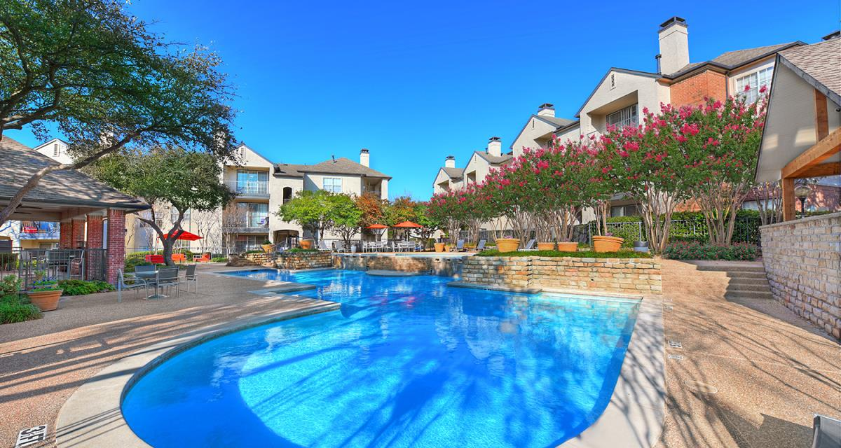 Pool at Listing #137557