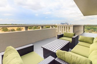 Lounge at Listing #137356