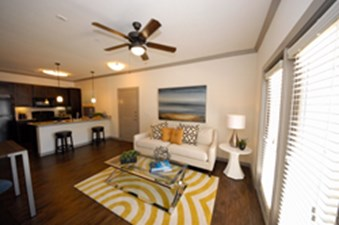 Living at Listing #276052