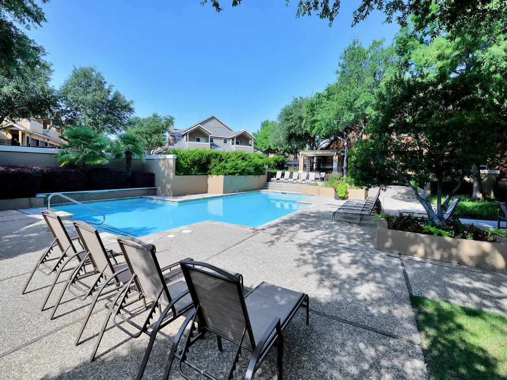 Pool at Listing #137570