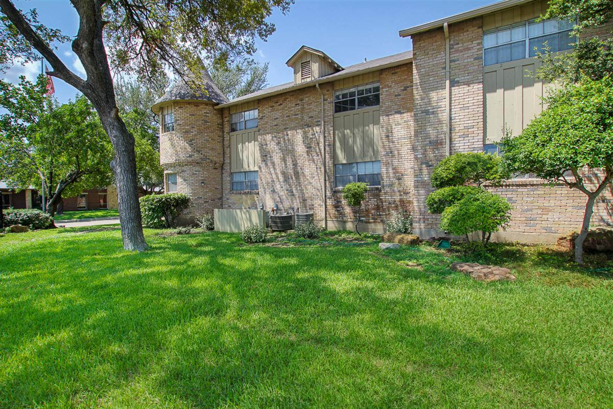 Exterior at Listing #135694