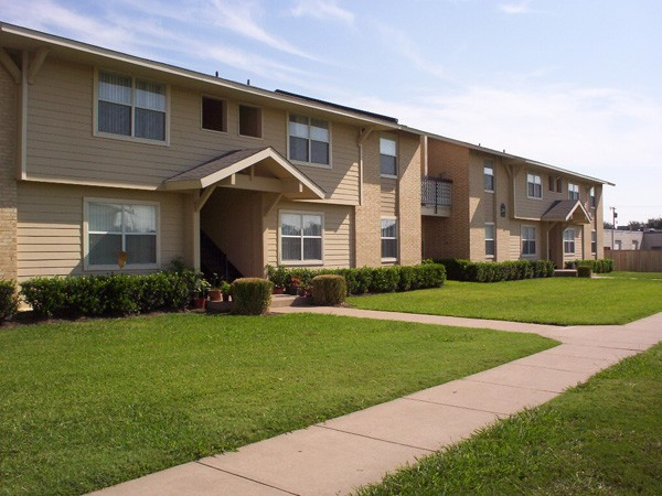 Legacy Pointe Apartments Garland TX