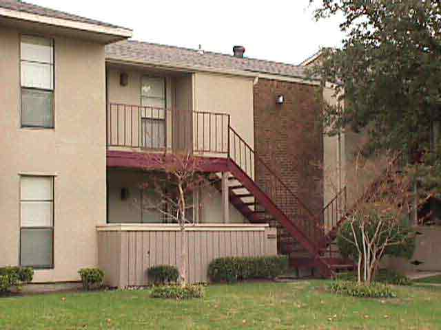 Exterior 2 at Listing #135895
