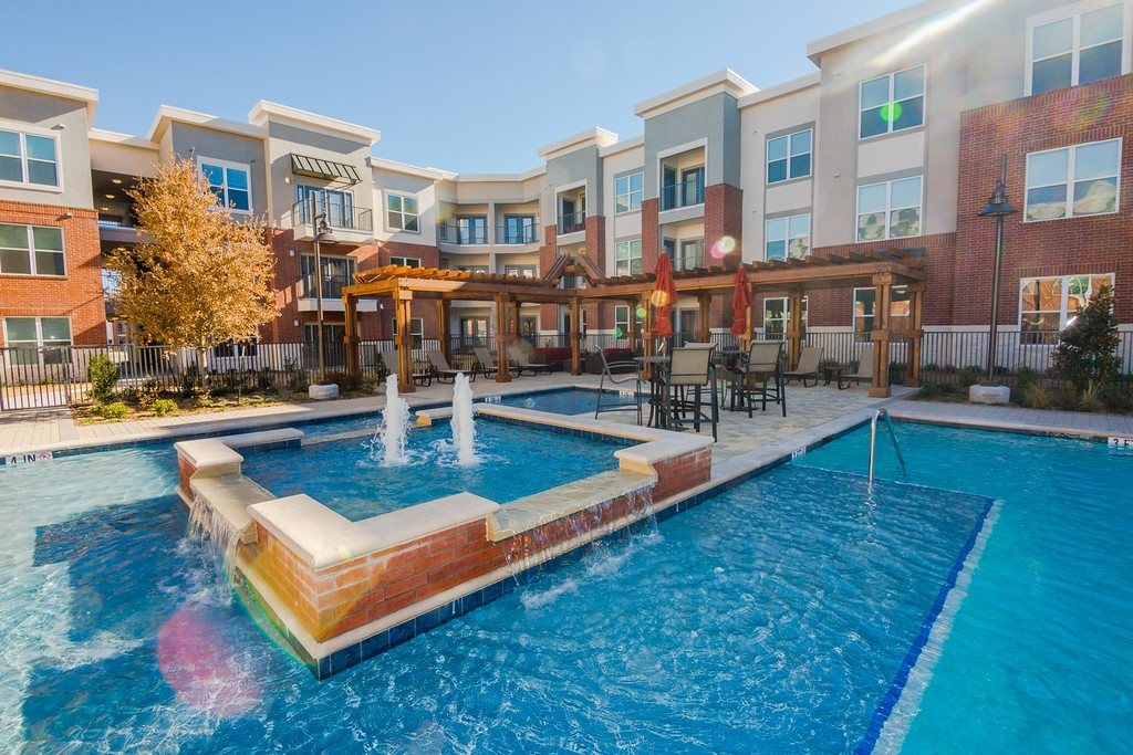 Gateway Crossing Apartments Plano TX