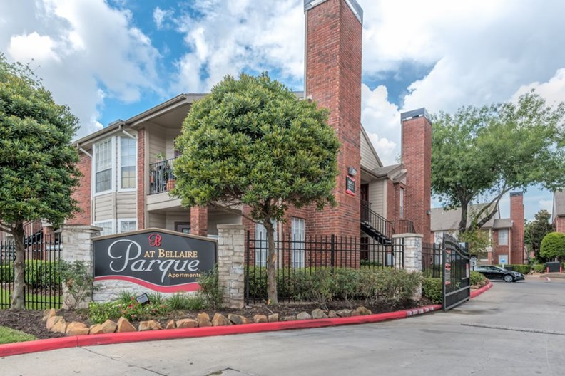 Parque at Bellaire Apartments