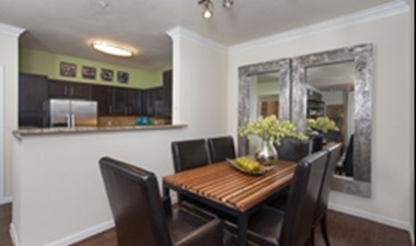 Dining at Listing #138744