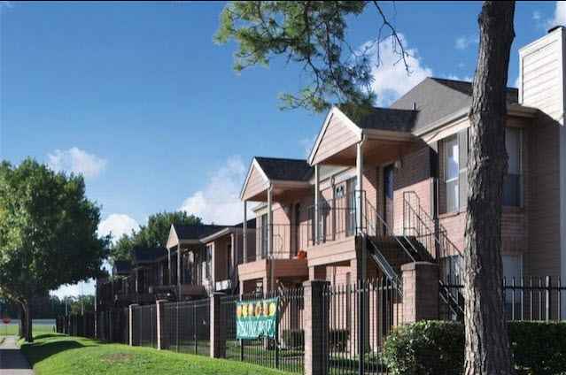 Exterior at Listing #139859