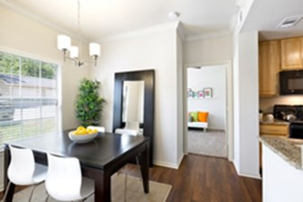 Dining at Listing #143405