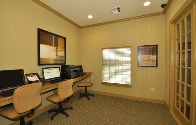 Business Center at Listing #225343