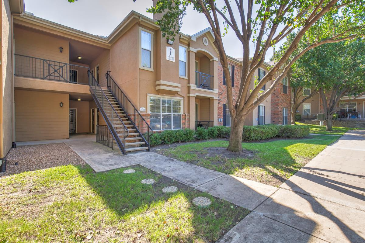 Exterior at Listing #137861