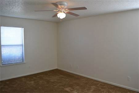Bedroom at Listing #144062