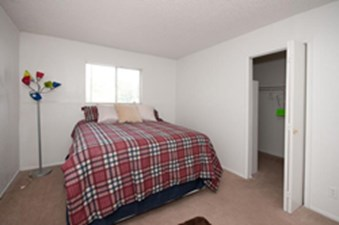 Bedroom at Listing #141121