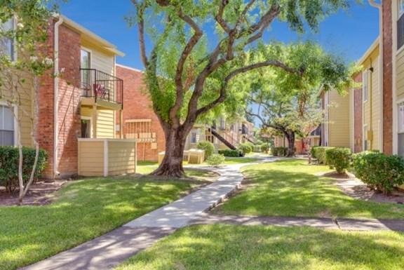 Establishment at 1800 Apartments