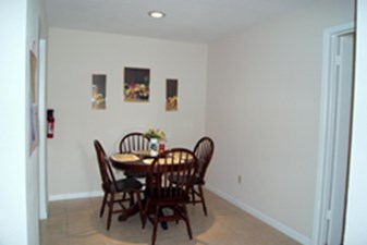 Dining at Listing #139638