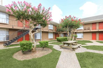 Exterior at Listing #139137