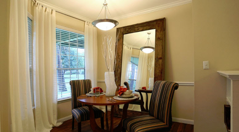 Dining at Listing #138518