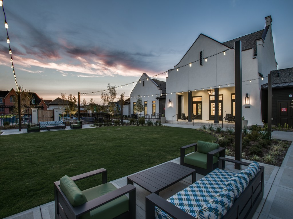 Courtyard at Listing #283148