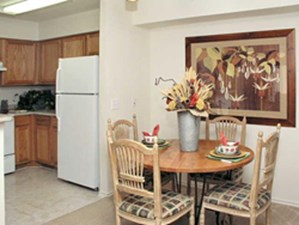 Dining at Listing #140735
