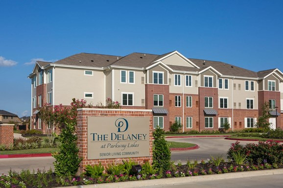 Delaney at Parkway Lakes Apartments