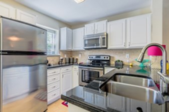 Kitchen at Listing #136320