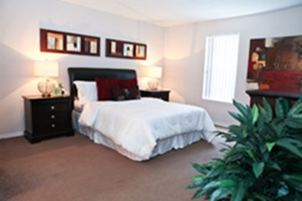 Bedroom at Listing #139644