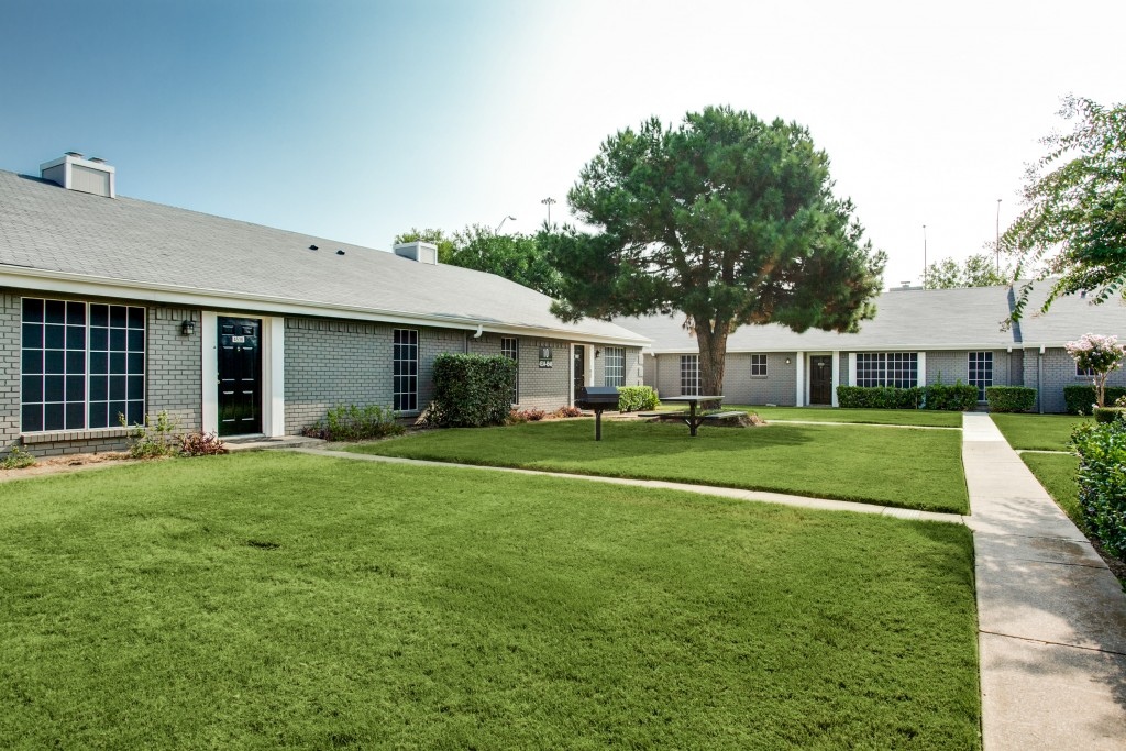 Exterior at Listing #136953