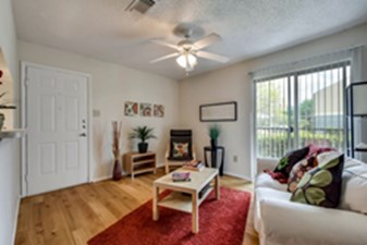 Living Room at Listing #140510