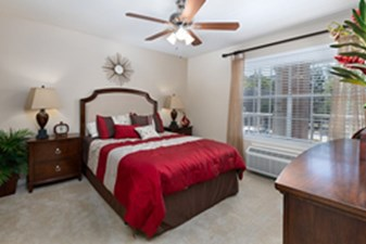 Bedroom at Listing #140078