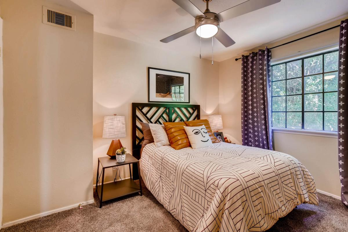 Bedroom at Listing #140721