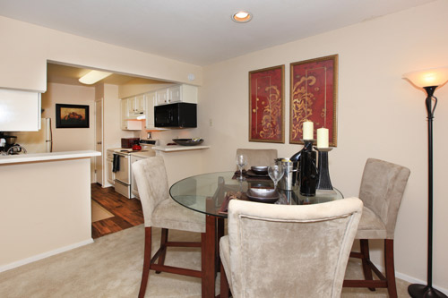 Dining at Listing #137008