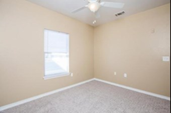 Bedroom at Listing #141401