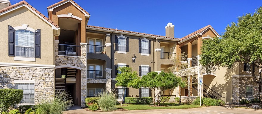 Colonial Grand at Canyon Pointe Apartments
