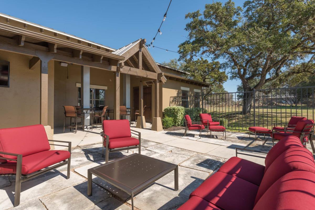 Lounge at Listing #143945