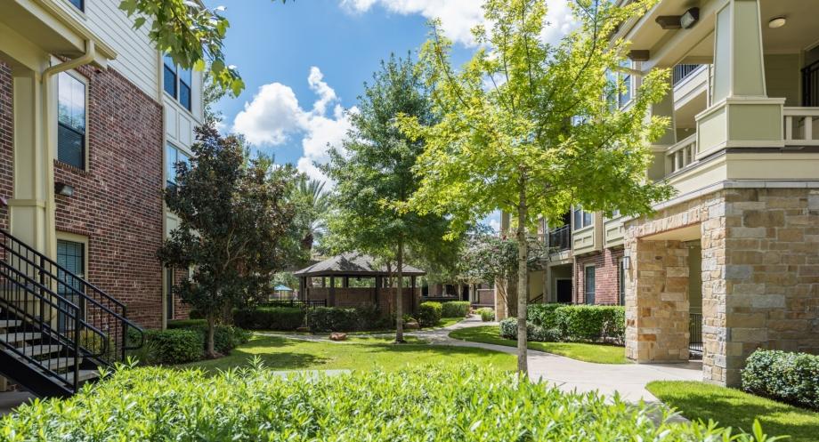 Camden Whispering Oaks ApartmentsHoustonTX
