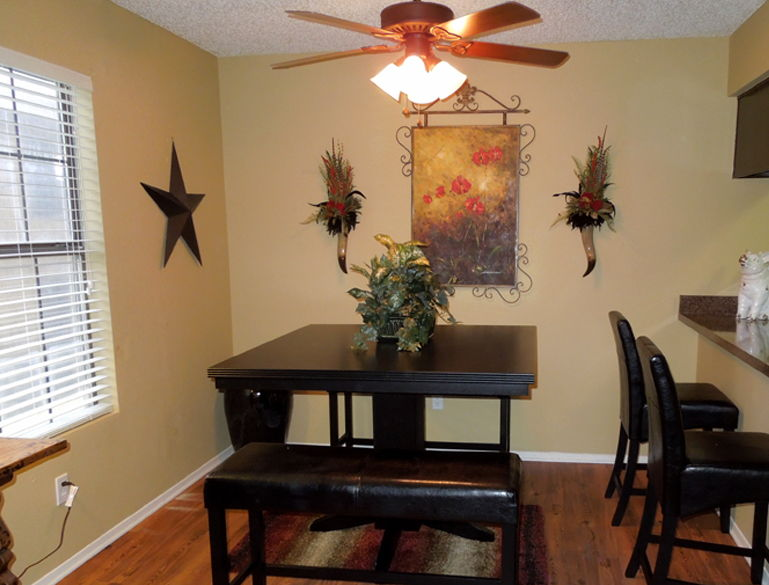 Dining at Listing #137726