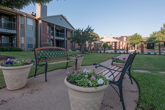 Courtyard at Listing #135699