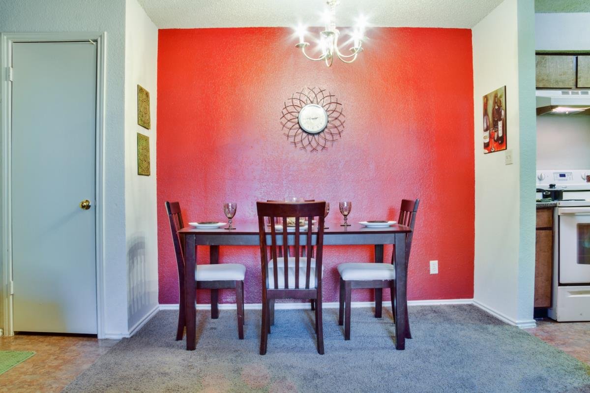 Dining at Listing #136263