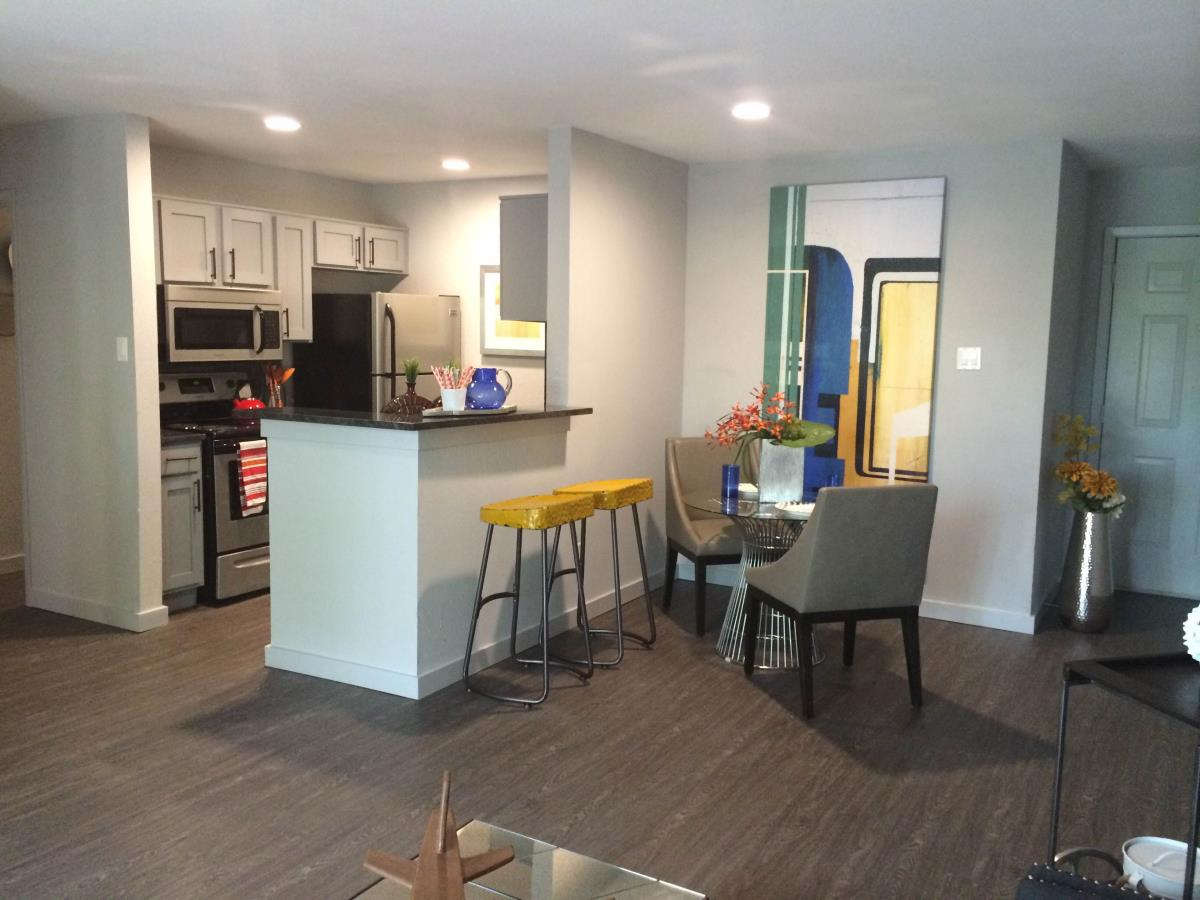 Living/Dining at Listing #140220